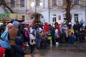 Фото торжественного открытия новогодней ёлки в Феодосии #6303